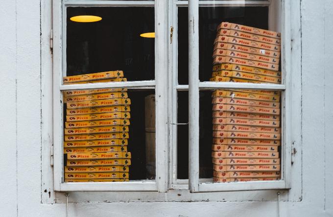 pizza_rendeles_kiszallitas_futar_borravalo_illemszabaly_kiszallito_pizzafutar_5.jpg