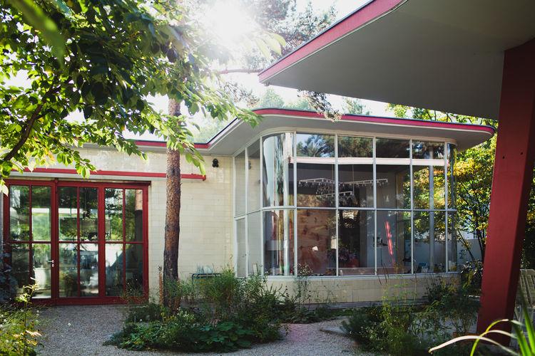 freunde-von-freunden-juerg-judin-1950s-gas-station-exterior-window.jpg