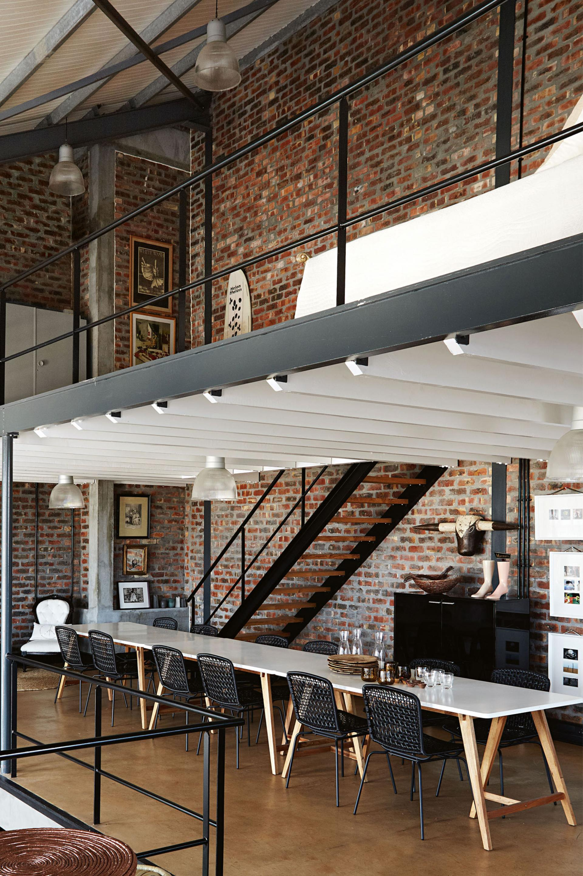 industrial-home-exposed-brick-20151111170013-q75_dx1920y-u1r1g0.jpg