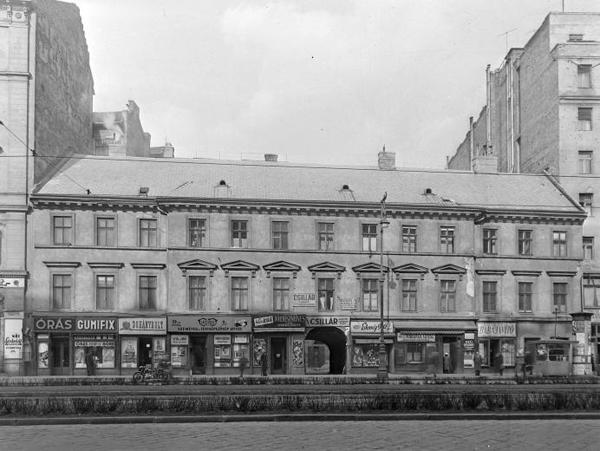 Hacker ház Károly krt 7 1956.jpg