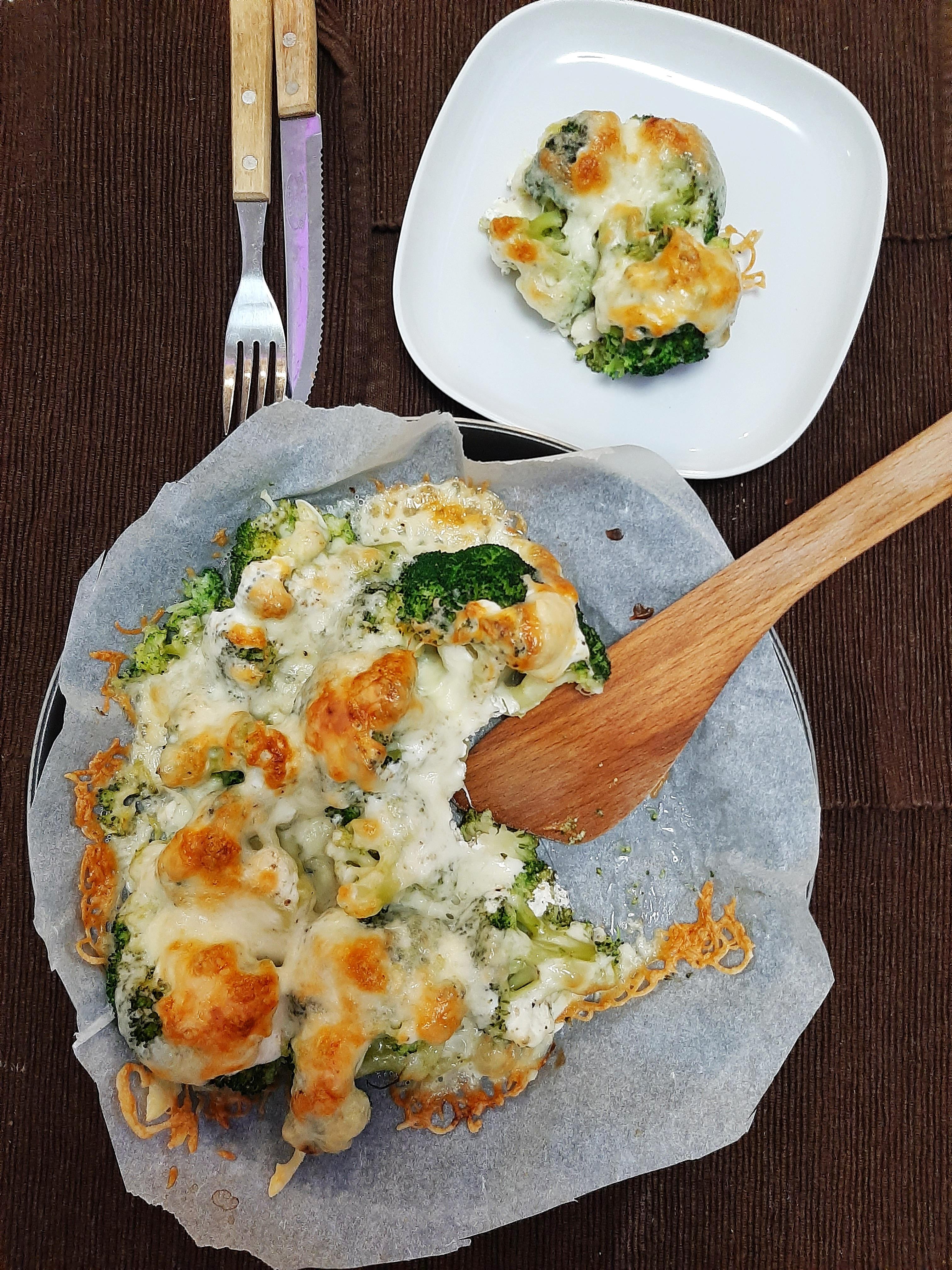 Pompázatos tepsis brokkoli-vegetáriánus fogás mindenkinek