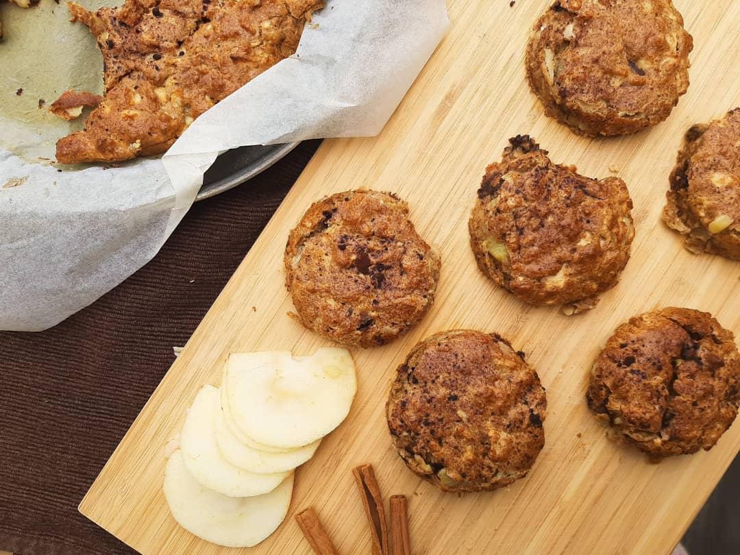 Almás étcsokokoládés muffintorta cukormentesen