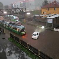 Elakadt villamosok, elöntött üzletközpont: elmosta az eső Grazot