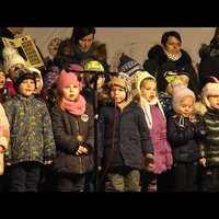Szabadi Árpád esperes és Hegedűs Péter polgármester együtt gyújtotta meg a szeretet gyertyáját