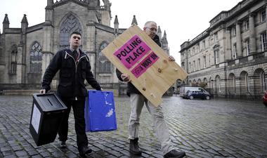 """""""A politika az mindenhol politika"""" - kint élő, magyar fiatalok a brit választásokról"""
