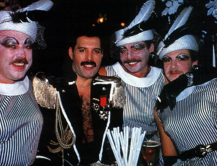 Freddie a bulijain gyakran megelevenítette a rémségek cirkuszát.