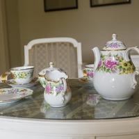 A porcelán szerelmese vagy? Akkor irány Tata és a Herendi Kiállítás!