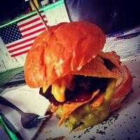 Fat, sugar, calorie, hamburger #faldfelamerikat #hungary #eger #gastronomy #hellotourist #karltietze