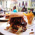 Dobó téri csendélet San Diego burgerrel, bossa novával, Forst Ház vendégszeretettel :) #hungary #gastronomy #eger #doboter #hamburger #bossanova #hellotourist #karltietze #kedvenc #mutimiteszel #tourist #dinner