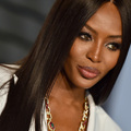 Naomi Campbell hivatalosan is divatikon