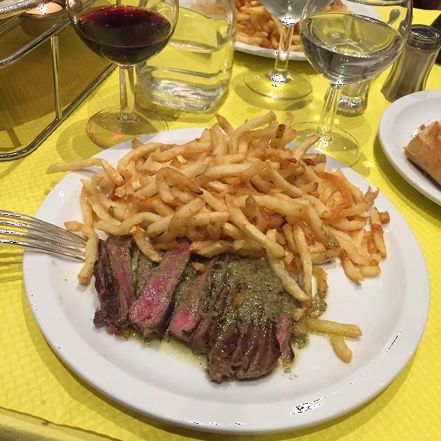 A híres marhasteak szalmakrumplival (Fotó: facebook.com/pages/Lentrecote-Toulouse)