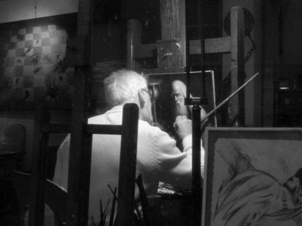 Az elkapott pillanat: a mester a mű megfestése közben. Avagy Párizs egyik esszenciája a művészvilág alkotó munkája. - (Fotó: Szerencsés Hella)