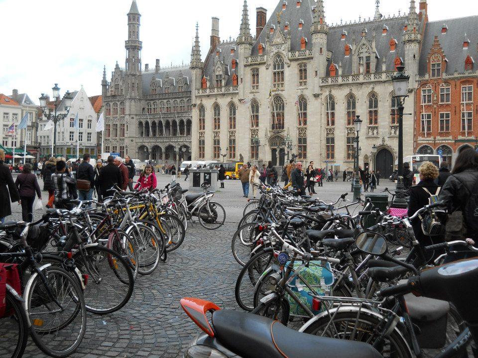 A belgák is nagyon szeretnek biciklizni. Mindig és mindenhol biciklik tömkelege látható. - (Fotó: Botos Zsuzsanna)