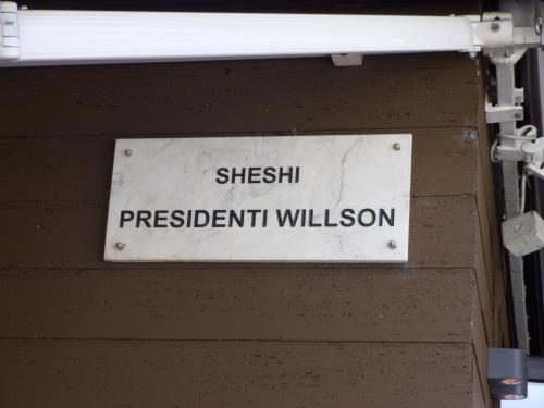 A Wilson-tér albánosan írva (Fotó: Jani haverja)