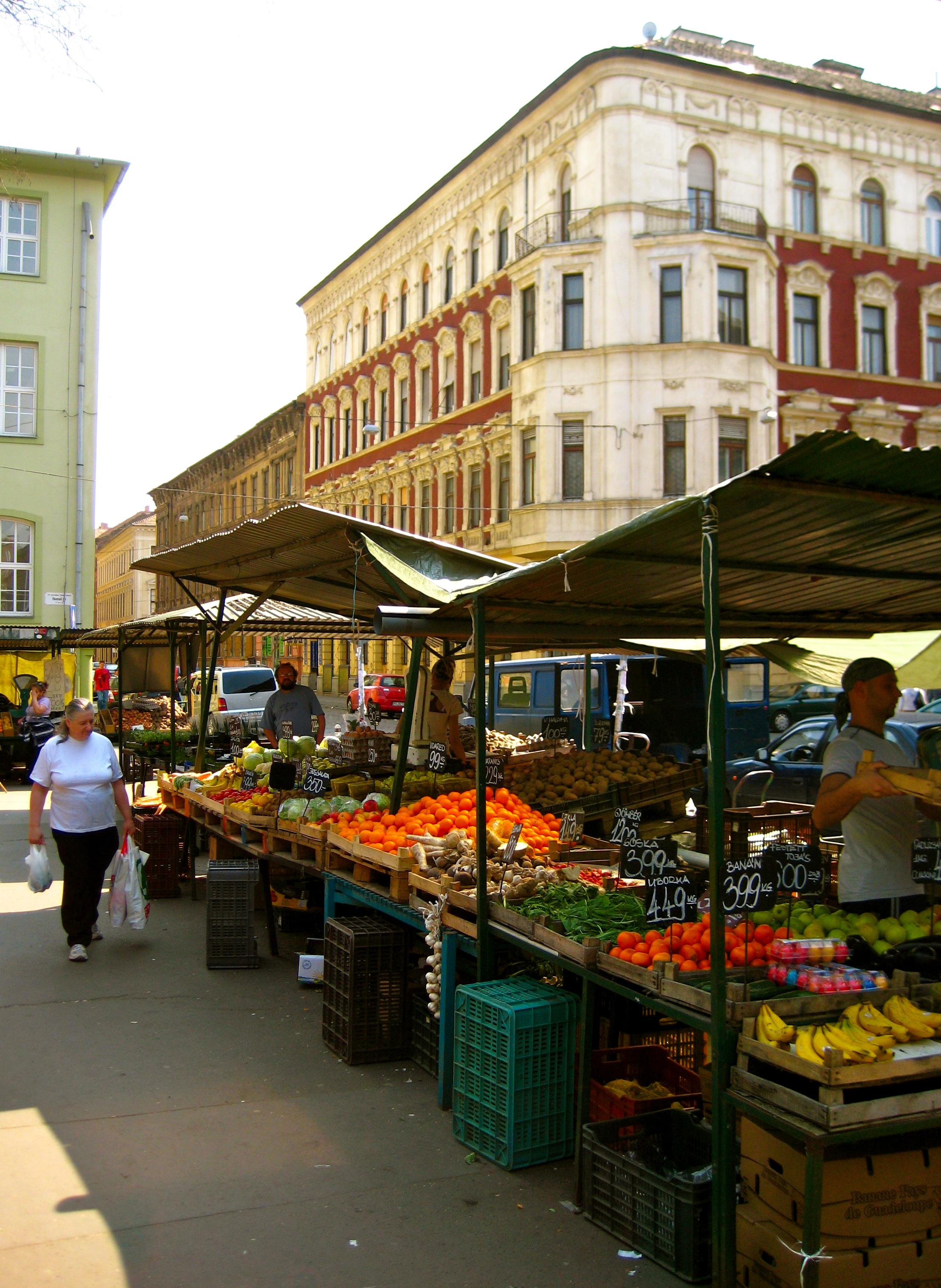 Ahová rendszeresen járok: 6. kerületi Hunyadi téri piac (Fotó: Flickr/Alex Barrow)