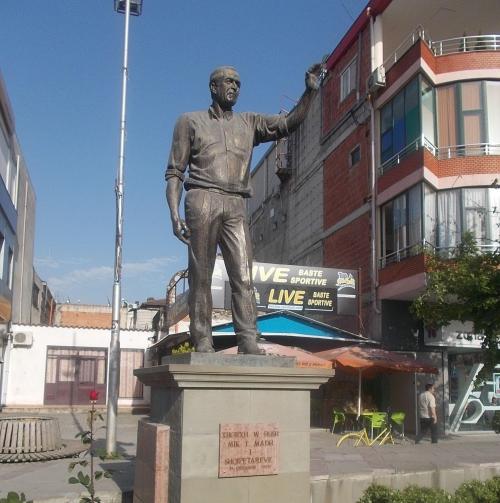 Fushë-Krujë-ban szobrot is állítottak Bush elnöknek (Fotó: commons.wikimedia.org)