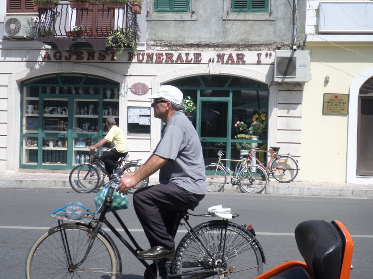Az idősebbek is bicikliznek (Fotó: Jani haverja)