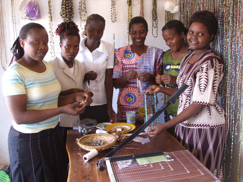 Kenyai nők (Fotó: salvationarmyexpectchange.org)