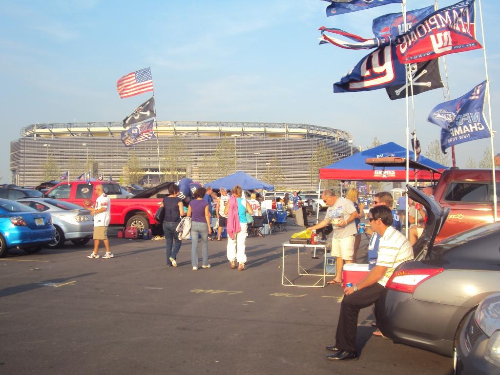 MetLife Stadium, East Rutherford, NJ – New York Giants – Ritka kora őszi napok egyike, amikor még pólóban is lehet tailgate-ezni (Fotó: PrehryFarkas)