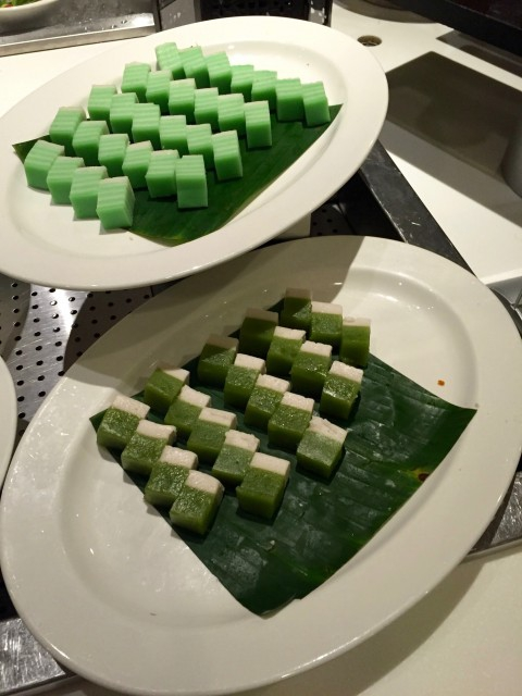 Csábító kinézetű maláj édességek (Forrás: Robi Leo)