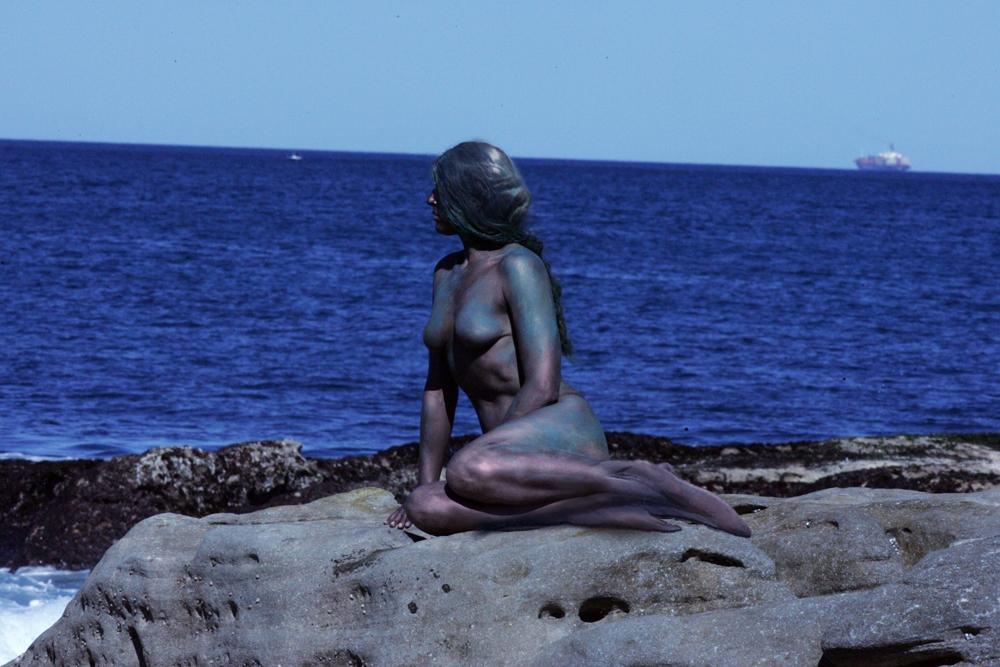 Sellő, de ember. Testfestés Sydney partjainál (Fotó: Flickr/Eva Rinaldi)