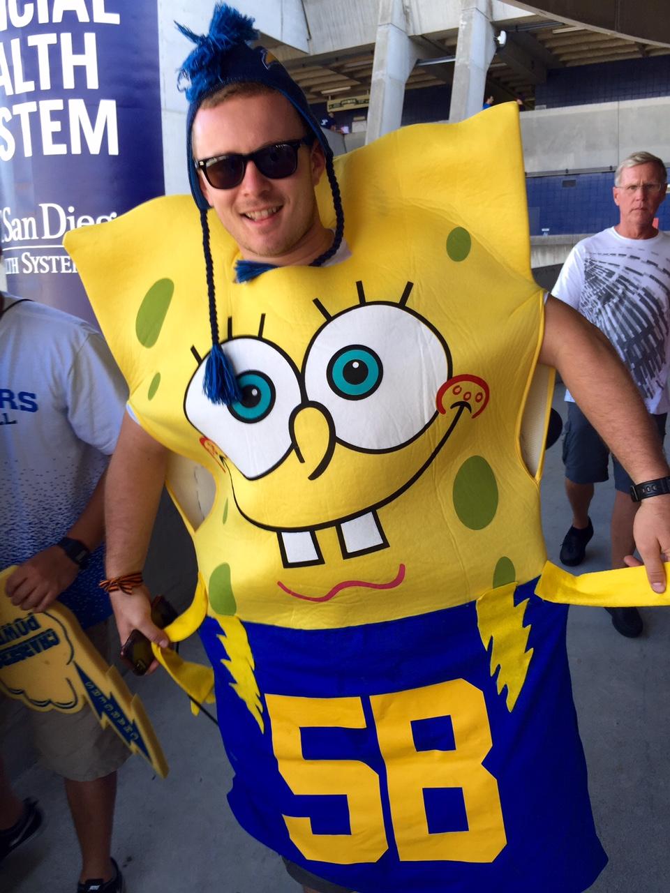 Qualcomm Stadium, San Diego, CA – Ilyen az, amikor a szurkoló nem tudja eldönteni, hogy ki a kedvence. Spongebob vagy Chargers? (Fotó: PrehryFarkas)