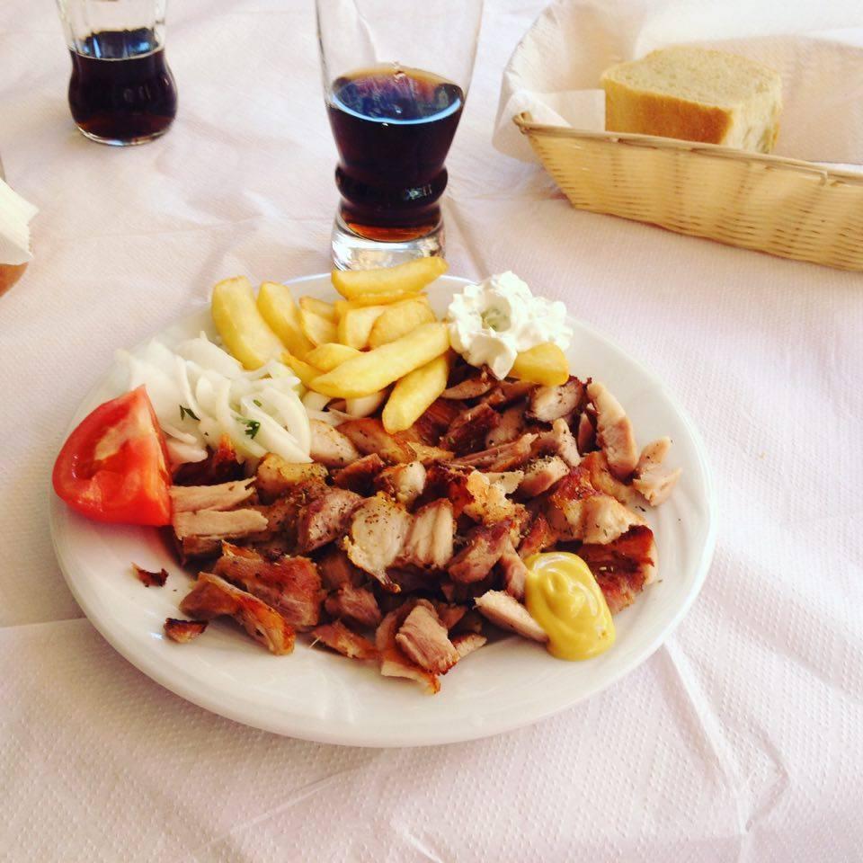 Gyros tál sültkrumplival (Fotó: Sztogi)