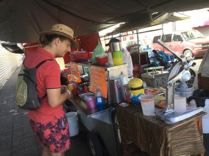 Fincsi, olcsó utcai tacos árus Mexikóban (Fotó: Fodor Andi)
