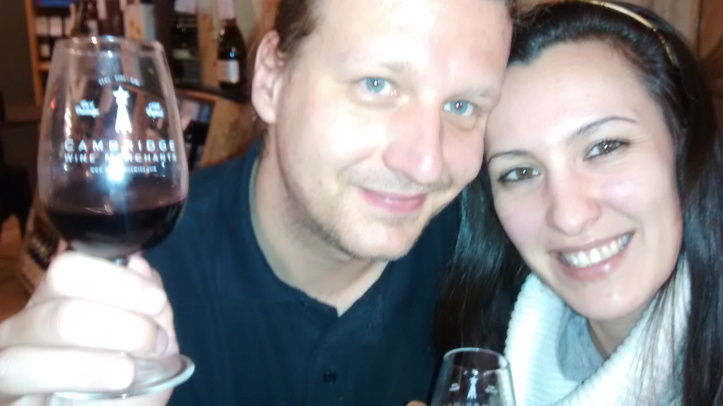 Egyik kedvenc havi angliai szórakozásunk, a borkóstoló. (Fotó: Fodor Andi)