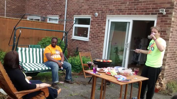 Kerti grillezés Angliában, az egyik az összesen három alkalomból, amikor az idő engedte. (Fotó: Fodor Andi)