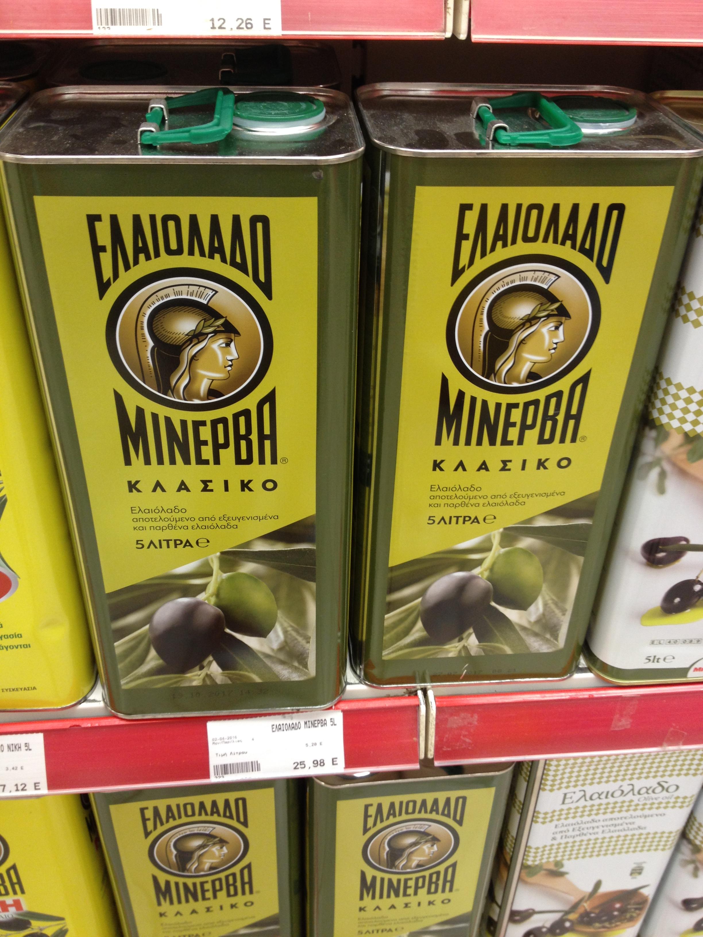 Szűz és finomított olívaolaj keveréke ez a termék. A nagyobb, 5 literes kiszerelésű olajokat ilyen fémdobozokban árulják. (Fotó: Sztogi)