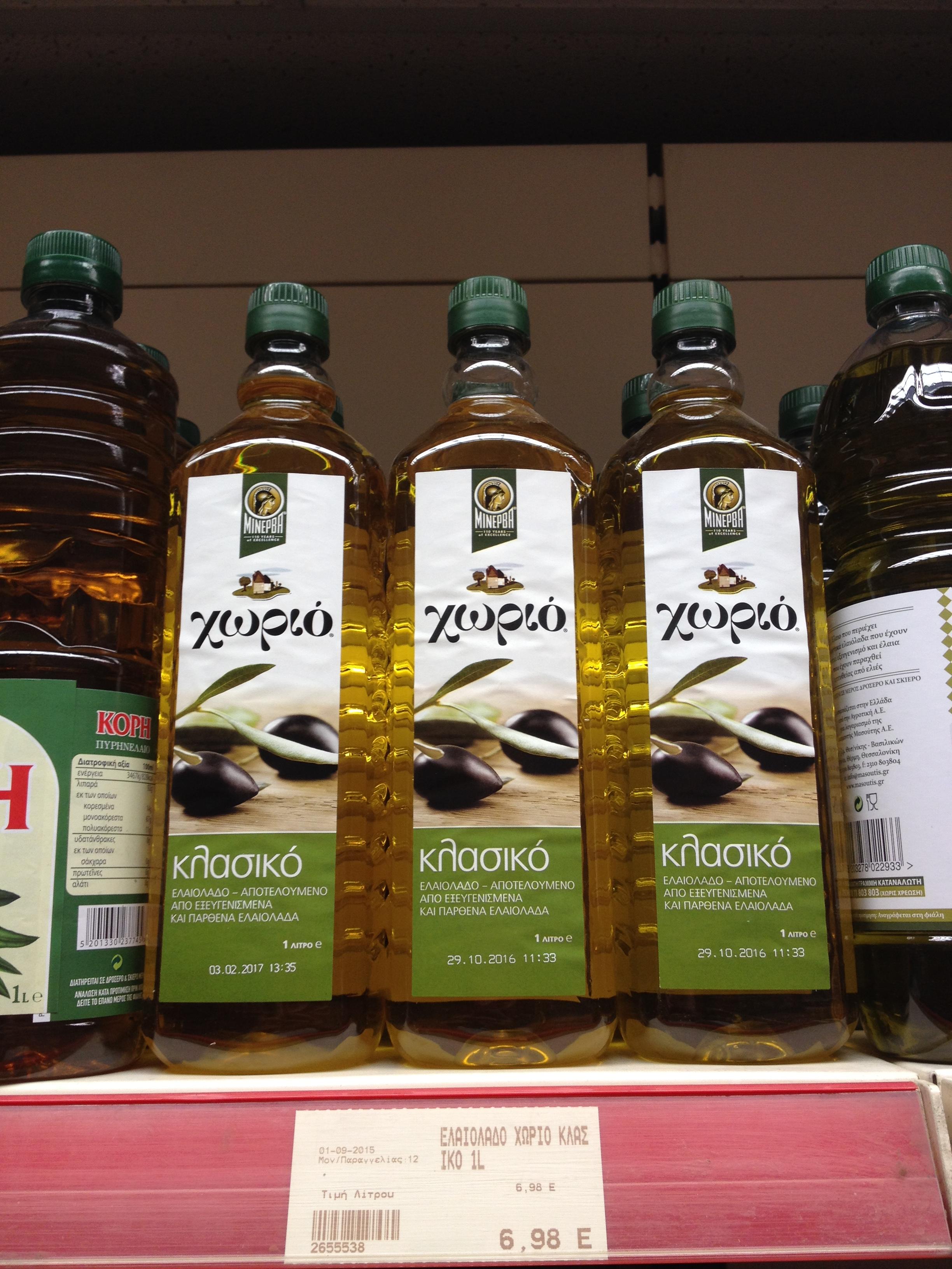 Az ismert Minerva olajcég terméke szűz olívaolajként hirdeti magát, de az igazság a címke apró betűiben rejlik. Árban még sincs különbség... (Fotó: Sztogi)