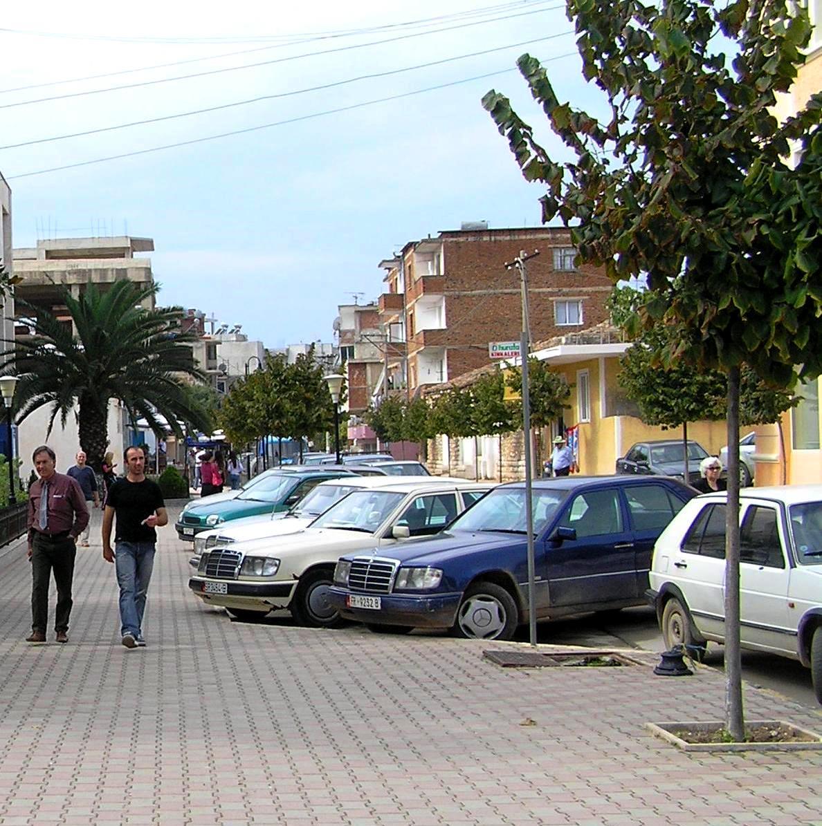 Mercedesek mindenhol 2005-ben, amikor először jártunk Albániában. (Fotó: Jani haverja)