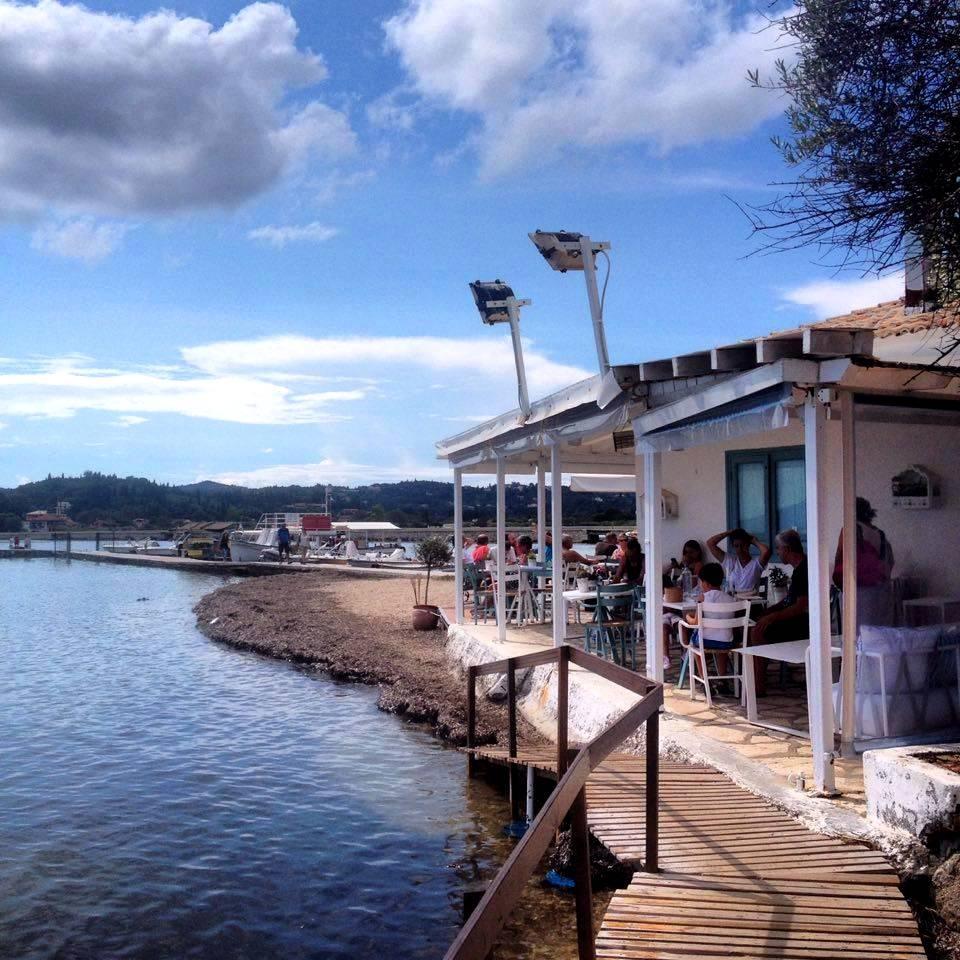 Pszarotaverna Korfun, ahol sült halat és a tenger gyümölcseit lehet kipróbálni. (Fotó: Sztogi