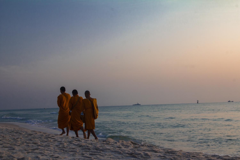 Napkeltével a monkok adománygyűjtő körútra indulnak. - (Fotó: The Epic Gust)