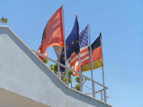Német és amerikai pénzből épül a szálloda, természetesen ott dolgozó albánok adják (Fotó: Jani haverja)