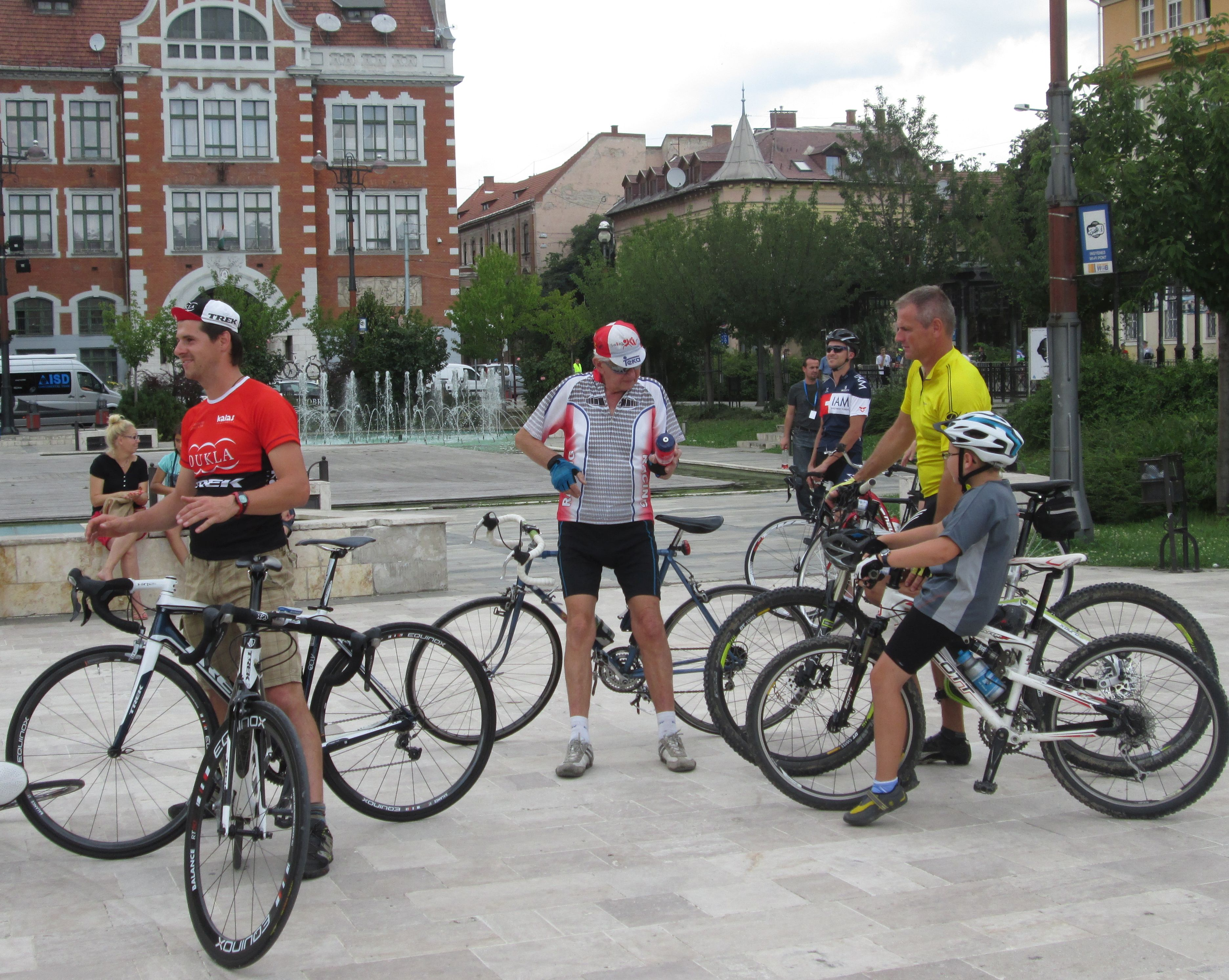 biciklis_hosok_tere_ks_6_cut.jpg