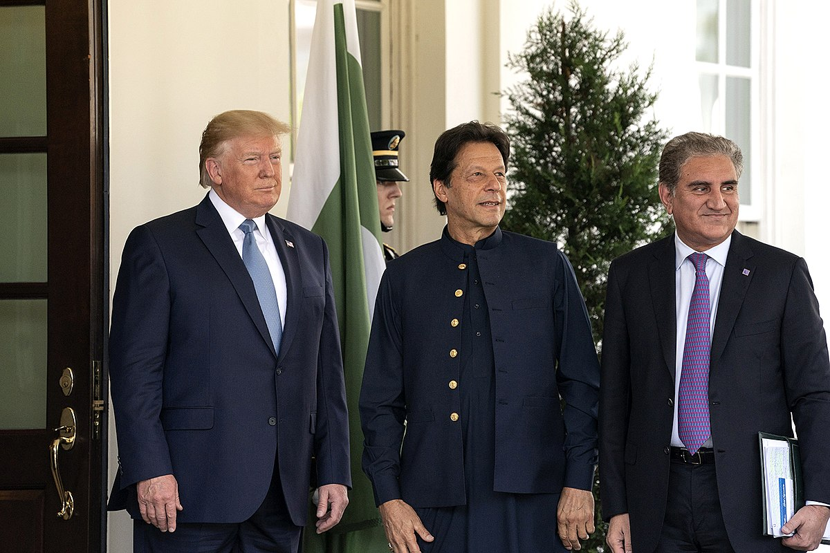 1200px-president_trump_meets_with_the_prime_minister_of_pakistan_48348803926.jpg