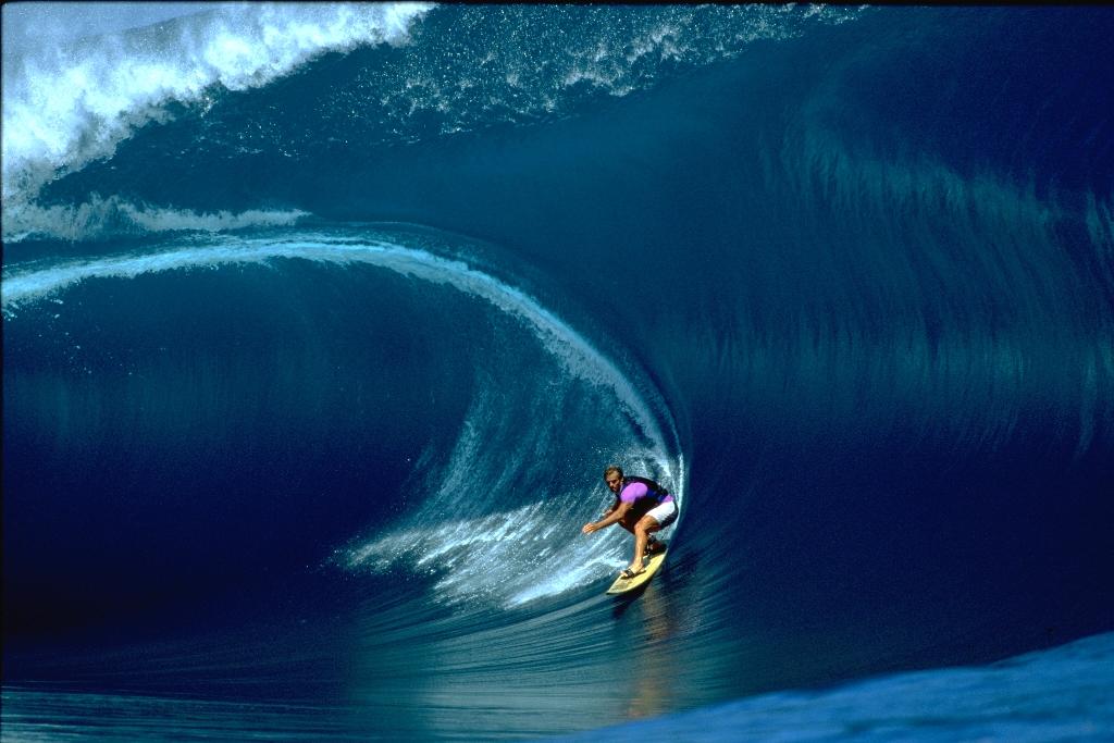 Laird és a híresTeahupoo hulláma 2000-ben (Fotó: lairdhamilton.com)