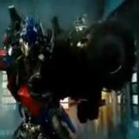 Itt a Transformers klip!