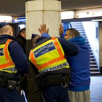 Kismama közterületi képzést tart igazoltató rendőröknek