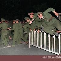 Május 20.: statáriumot hirdetnek ki a pekingi diáktüntetések miatt (1989)