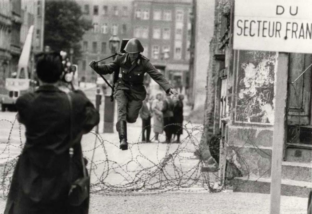 conrad-schumann-defects-to-west-berlin-1961-full.jpg