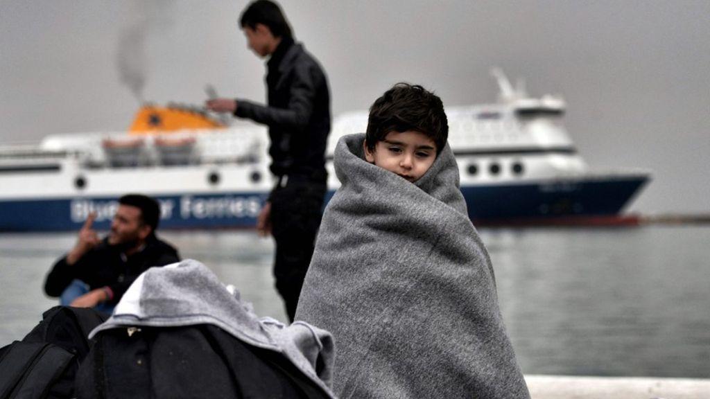 migrantslesboswaitafp.jpg