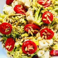 Brokkolis csirkemell kockák, chilis napraforgómaggal