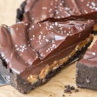 Karamelles-diós csokis pite (sütés nélkül)