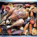 Kéklábú beregi csirke sütve, nyári zöldség ágyon