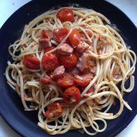 Nincs is egyszerűbb, mint egy paradicsomos spagetti, friss alapanyagokból...