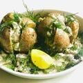 Fóliában sült krumpli, kapros csiperke mártással
