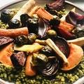 Sütőben sült zöldségek, spenótos gersli ágyon